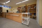 knihovna-po rekonstrukci-výpůjční pult 2